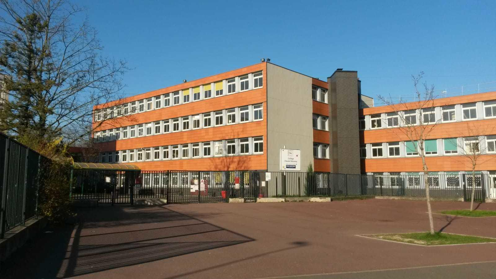 The Collège Claude Debussy, a middle school in Aulnay-sous-Bois, one of several facilities to have reported an alarming spike in infections.